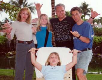 [Vaughn Dragland & family in Hawaii - April 1, 2000: L-R Cornelia, Amanda, Vaughn, and Michael. Seated: Fallon.]